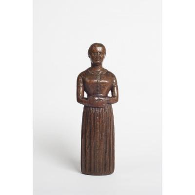 Sculpture d'Art Populaire d'Une Femme En Robe