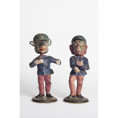 Deux soldats satirique en papier maché avec tetes branlantes