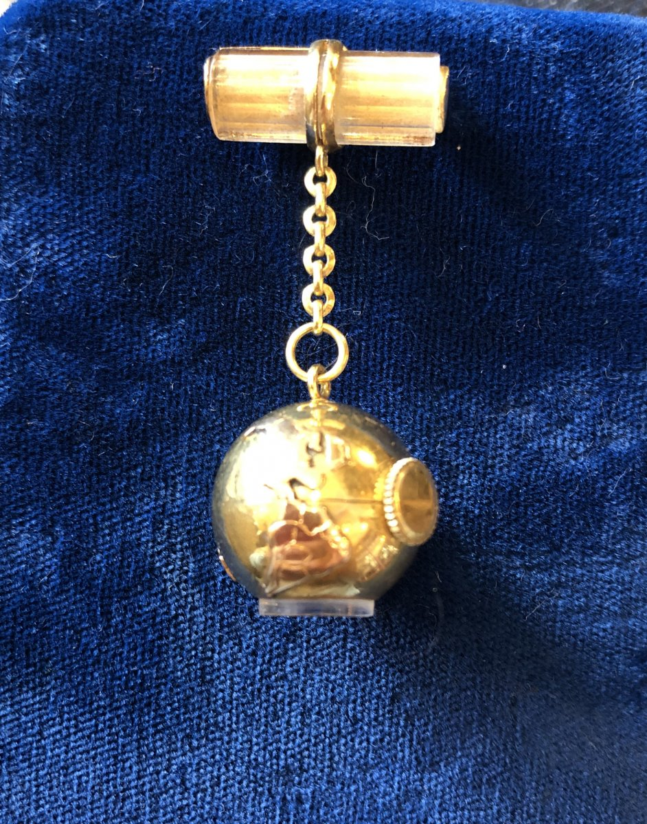 Gold Brooch Watch, Uti, Globe Around 1950