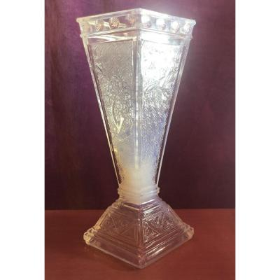 Vase Baccarat,cristal opalescent,vers 1880