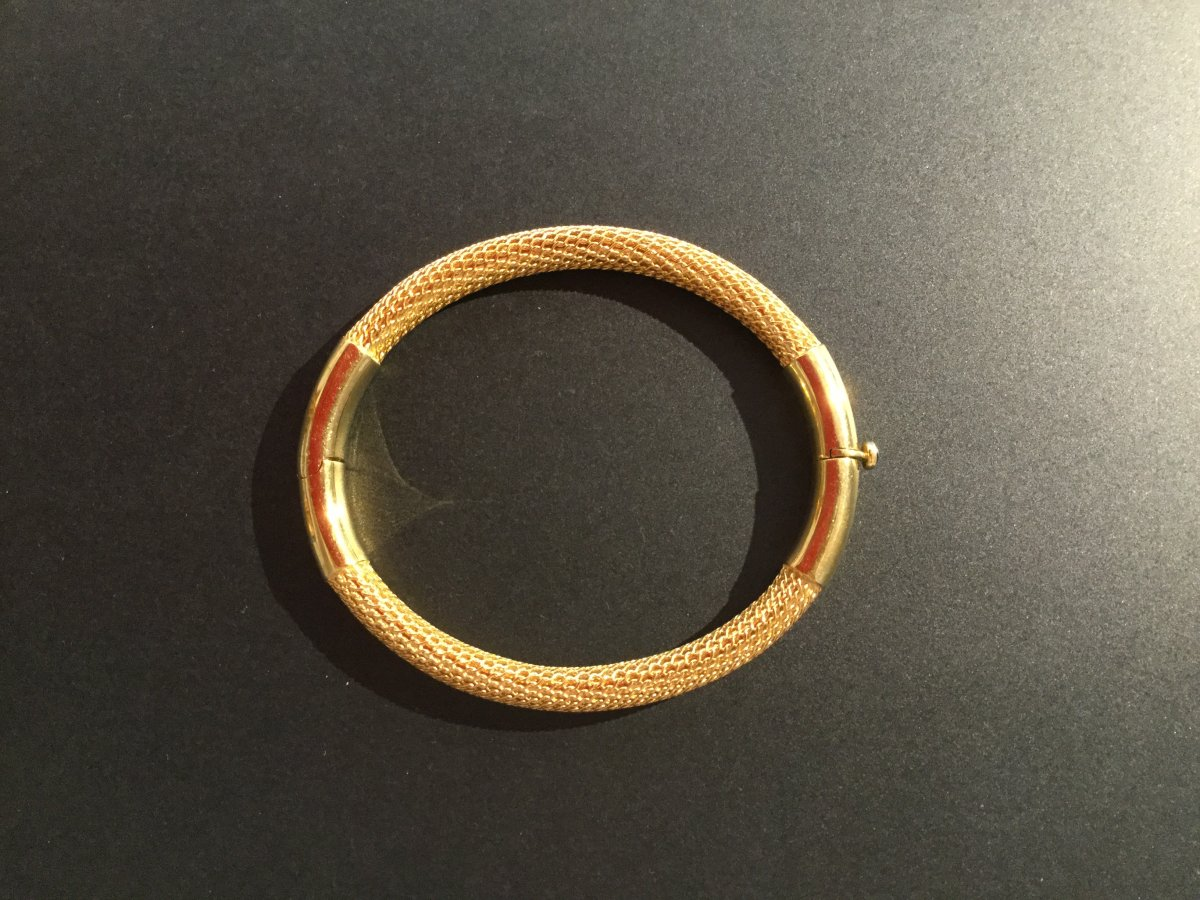 18ct Yellow Gold Oval Bangle Bracelet