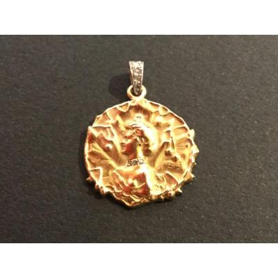 Yellow Gold And Shiny Pendant
