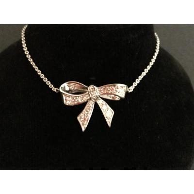 Shiny Knot Pendant Necklace In White Gold