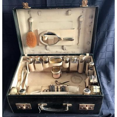Grande Valise De Toilette Avec Accessoires Argent ,vermeil  Et Cristal.   Maison Asprey Londres