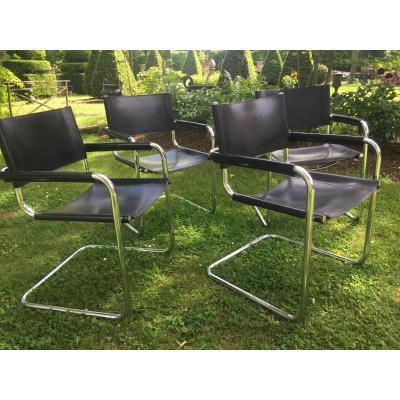 Suite de quatre fauteuils  acier chromé et cuir