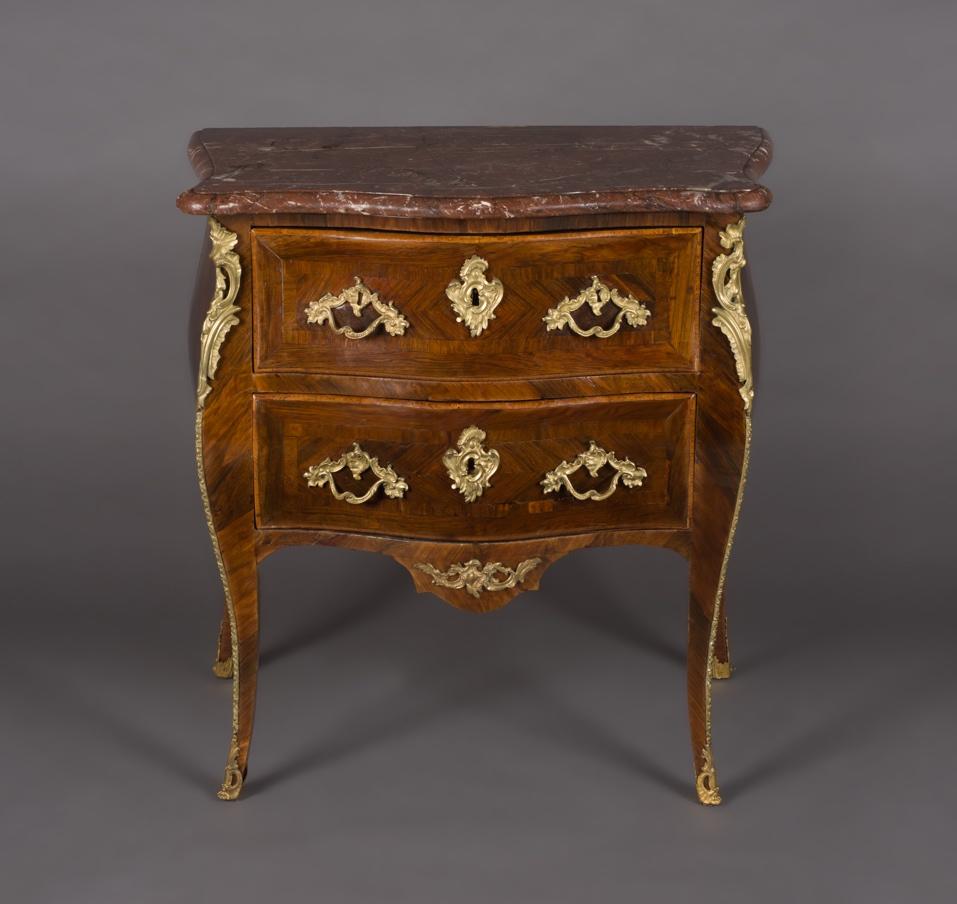 Commode sauteuse d'époque Louis XV estampillée G. Filon