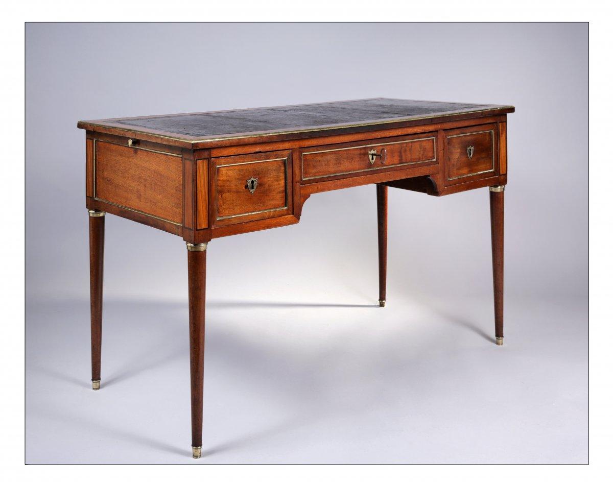 Bureau plat en acajou et placage d'acajou, fin de l'époque Louis XVI, XVIIIe siècle