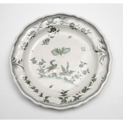 Moustiers, Round Dish Decorated With Grotesque Birds, 18th Century