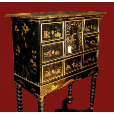 Cabinet Baroque Louis XIV Black Lacquer With Chinoiserie d'Or 1st Quarter Of The 18th Century