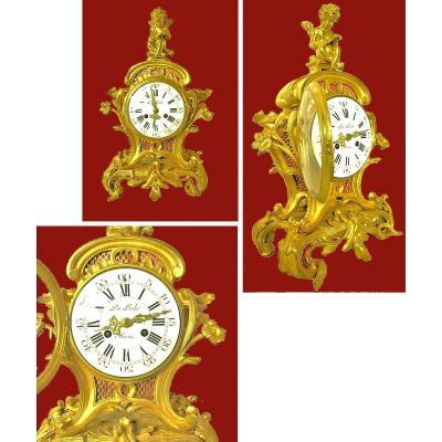 Important  Pendule    Louis XV  Vers 1740.     Signé  De Lisle A Paris