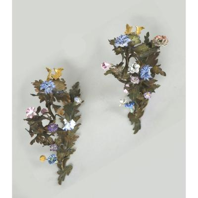 Pair Appliques With Flowers In Louis XV Porcelain Around 1750