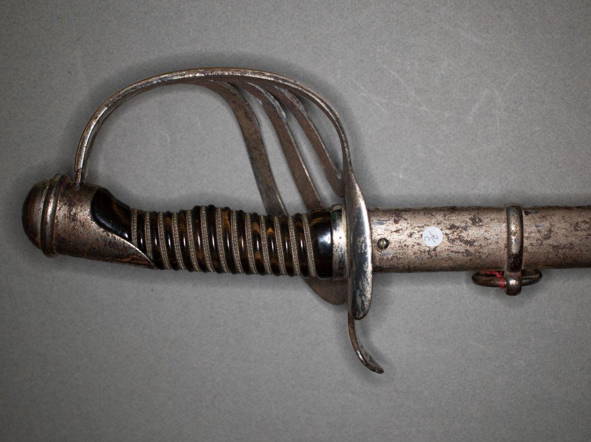 Sabre d'Officier De Cavalerie, Modèle De Fantaisie. Poignée En Corne Marbré.