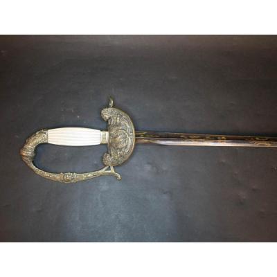 Epée d'Officier De La Garde Nationale. Fusée à Plaquettes De Nacre Rainurée.