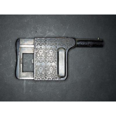 Le Gaulois Semi Automatic Pistol N ° 3, Caliber 8 Mm Course. Cannon And Engraved Carcass Of Rincea