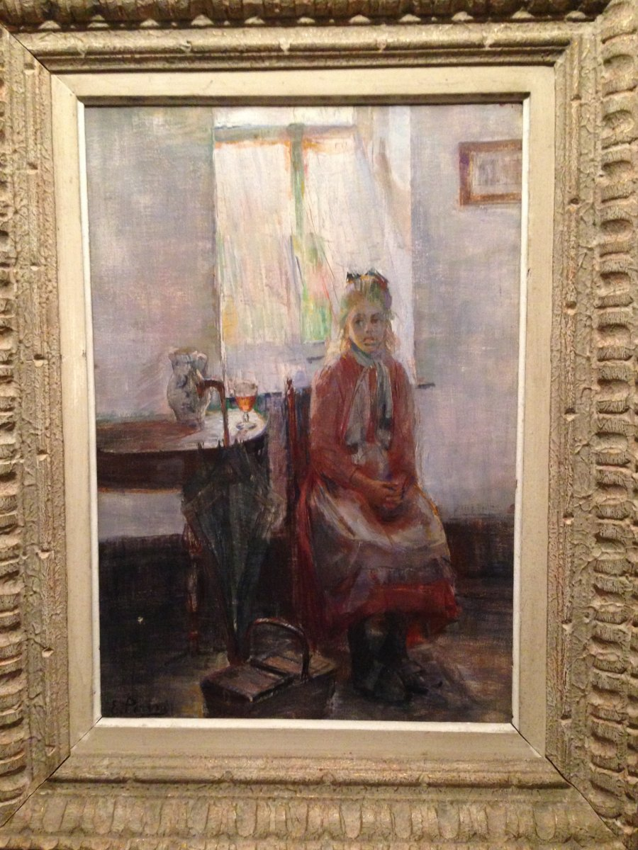 Jeune Fille  Assise Dans Un Intérieur