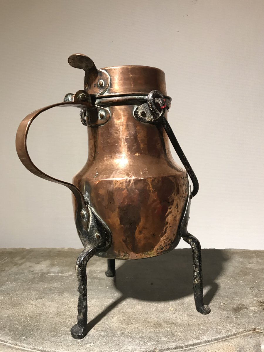 Large Copper Coquemar, the body in the form of a forged shoulder and assembled by serrated brazing, posed in tripod with wrought iron feet.