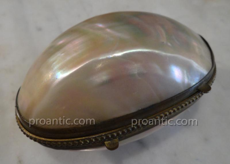 Egg Holder Mother-of-pearl And Pompom Louis XVI