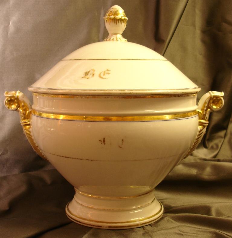 soupi re ronde en porcelaine de paris xix siecle porcelaines anciennes. Black Bedroom Furniture Sets. Home Design Ideas