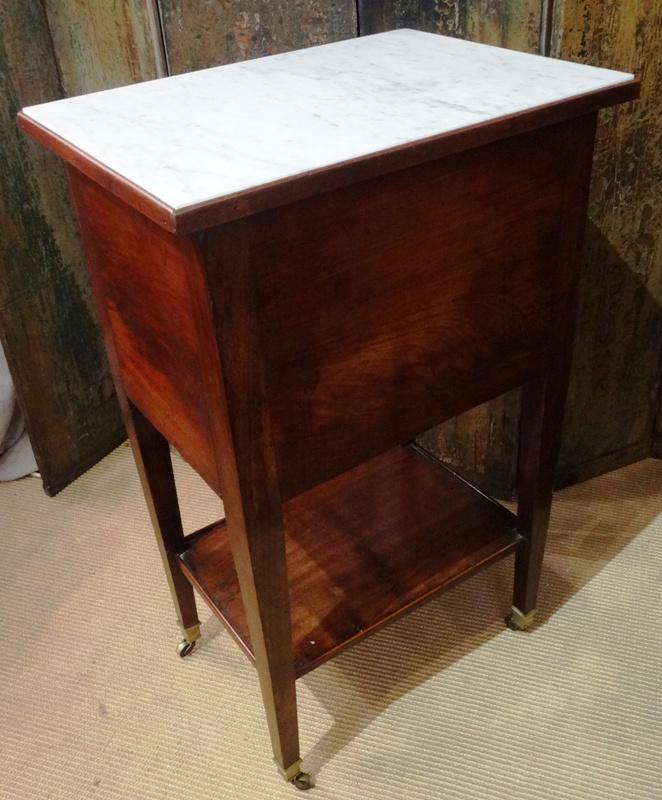 Table de chevet de style empire en acajou coiff d 39 un - Table de chevet marbre ...