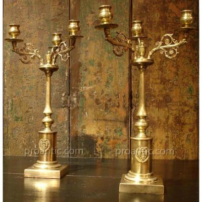 Pair Of Armoriés Chandeliers Restoration Style In Bronze, Nineteenth Century