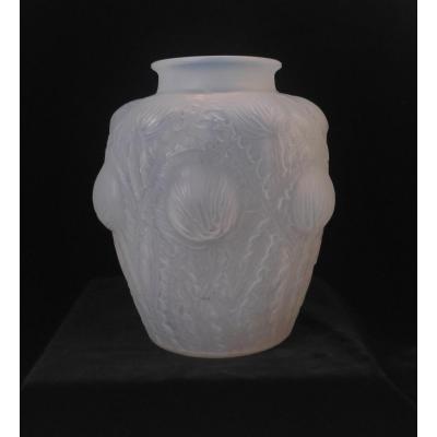 René Lalique (1860-1945) Vase Modèle Domremy, H : 22 Cm