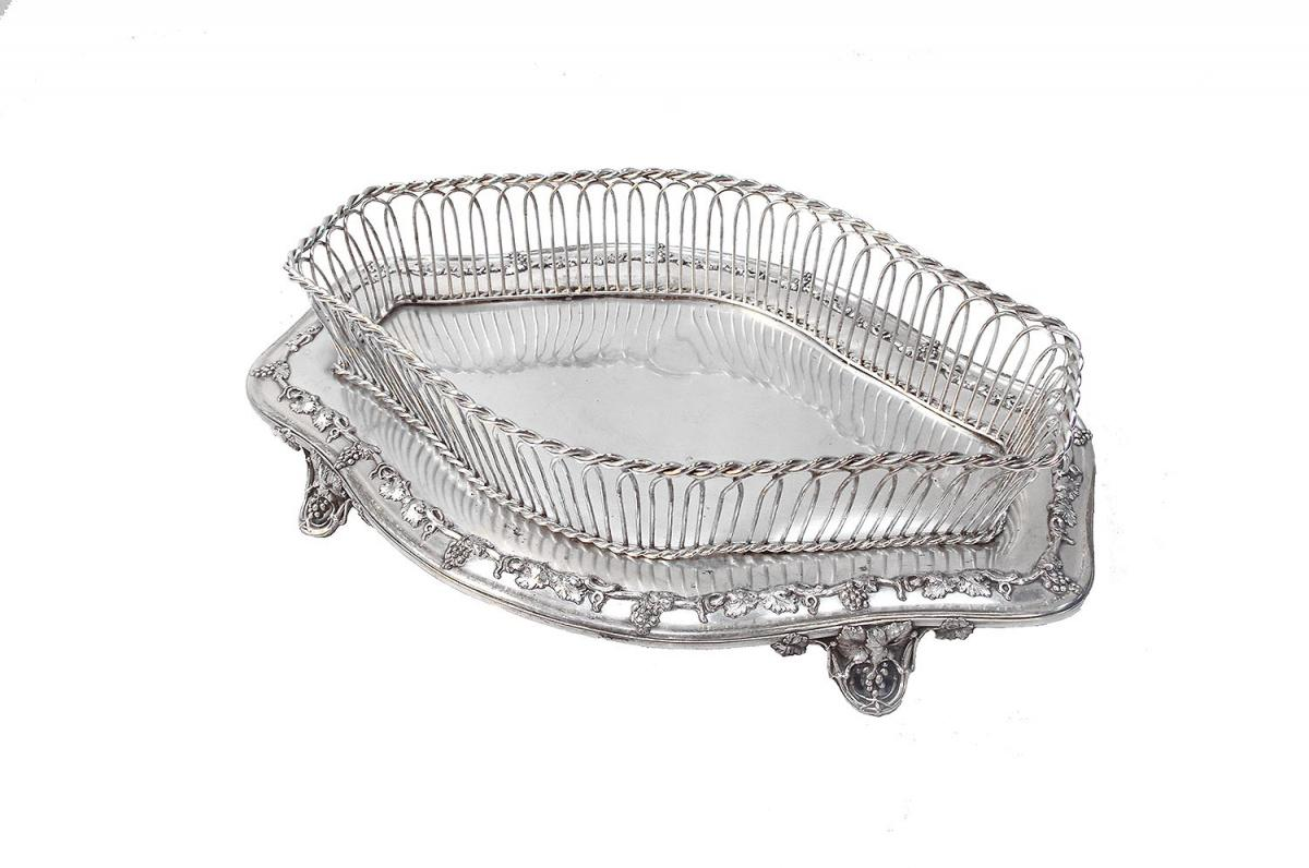 Silver Plated Metal Centrepiece With A Decor Of Vine Branches, Late 19th Century
