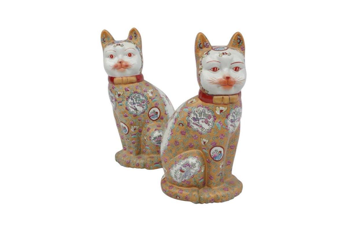 Paire de sculptures « Chats » en faïence chinoise, XXème siècle