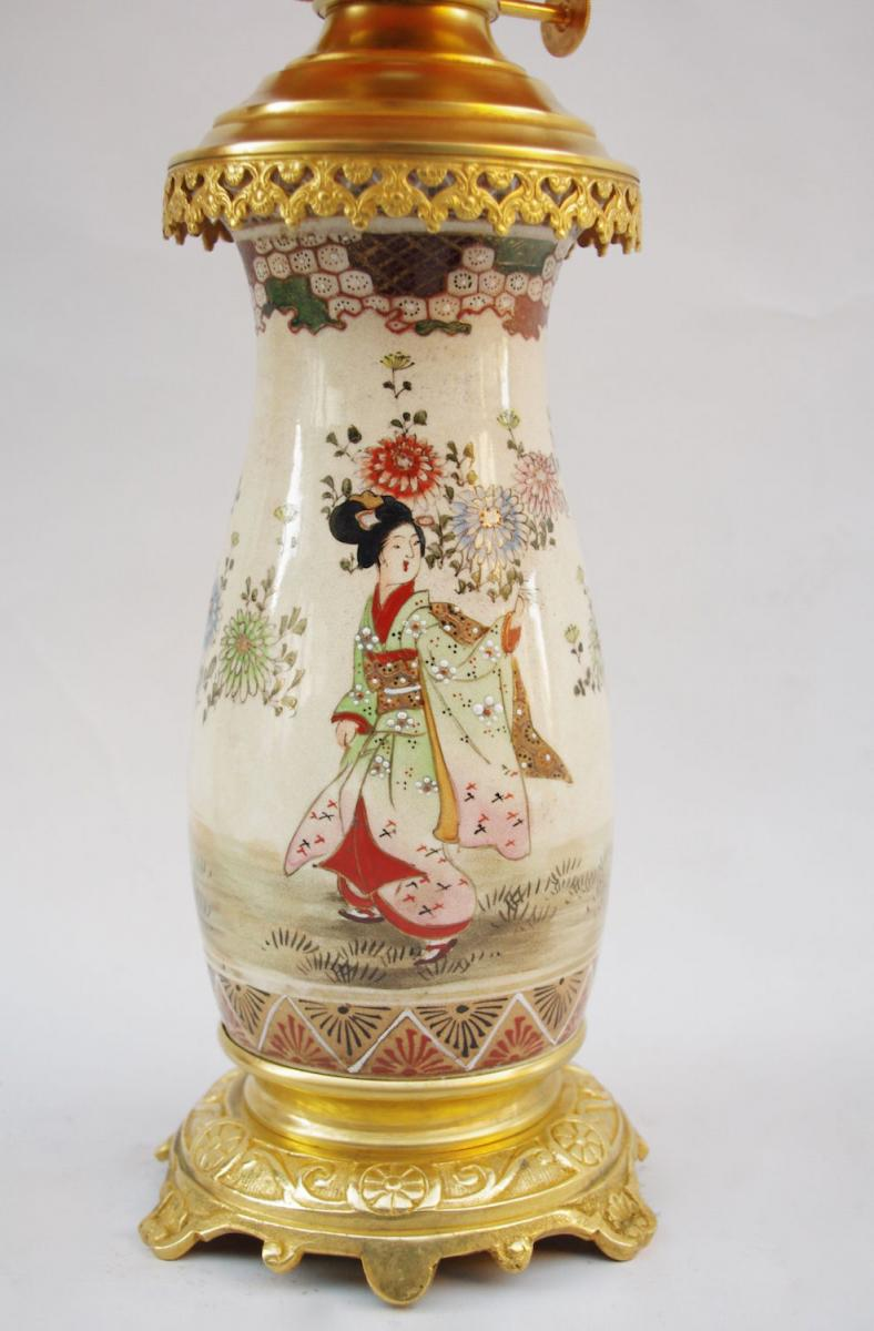 Paire De Lampes En Faïence Fine De Satsuma, Décor De Geishas, Circa 1880 - LS2244921-photo-2