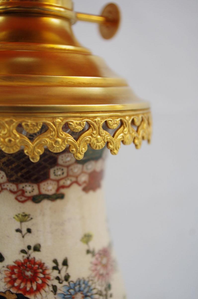 Paire De Lampes En Faïence Fine De Satsuma, Décor De Geishas, Circa 1880 - LS2244921-photo-3