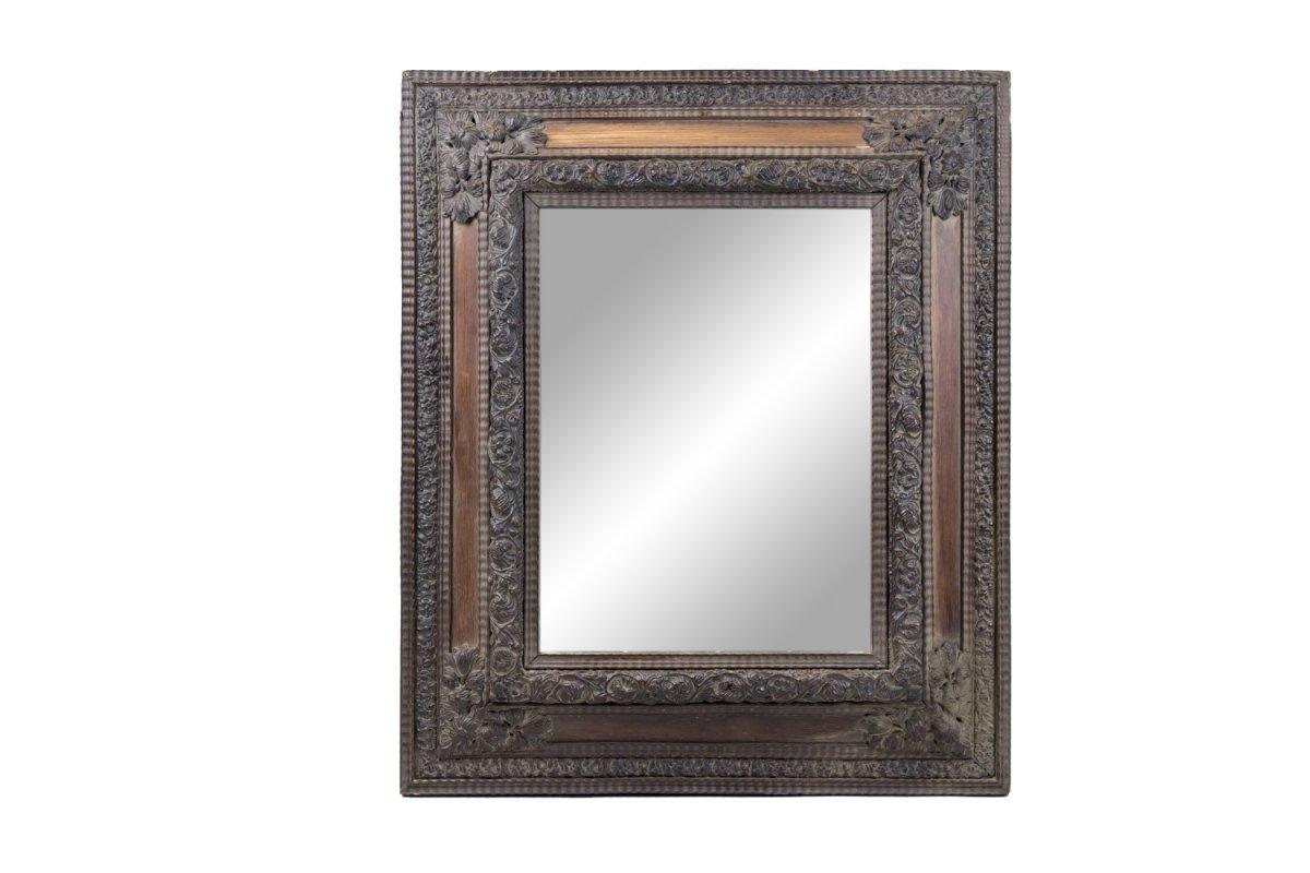 Miroir Style Hollandais En Laiton Patiné Et Repoussé Et Bois, Circa 1880 - OP28031