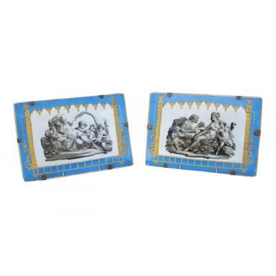 Paire de plaques en porcelaine bleu céleste à décor antique, début du XIXème siècle - LS2787601