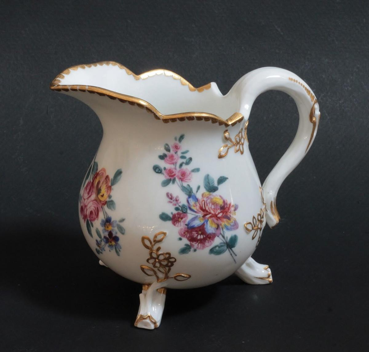 Pot à Lait Tripode En Porcelaine Tendre De Sèvres, 18e S.