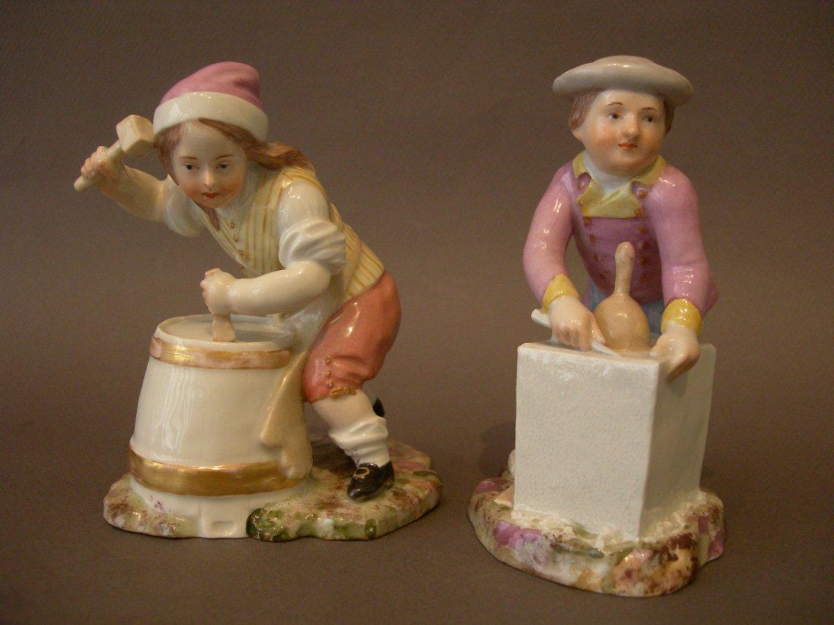 Furstenberg, Deux Statuettes En Porcelaine.