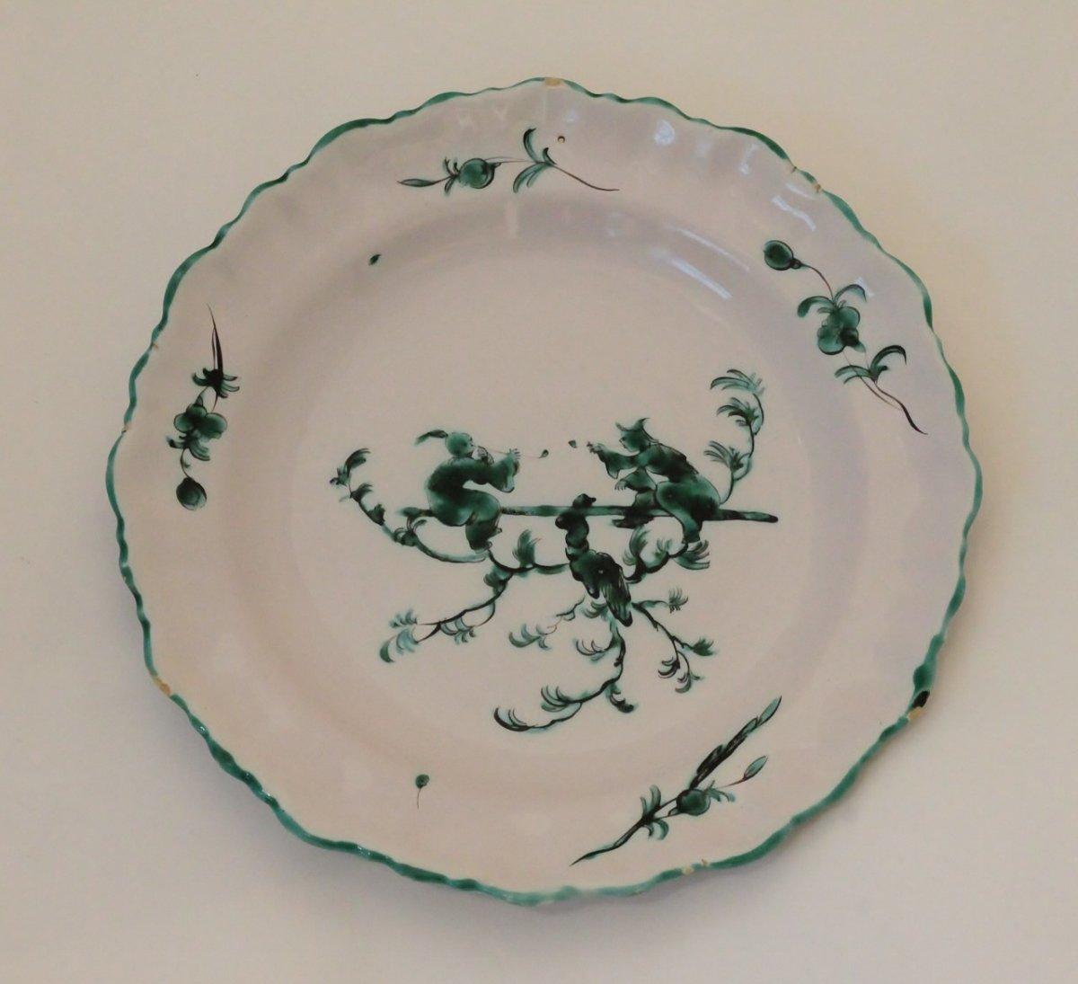 Moustiers, Assiette En Camaïeu Vert.