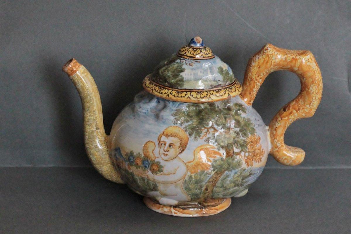 Théière En Faïence De Castelli (italie) Atelier B. Gentili il Giovane , XVIIIe Siècle.