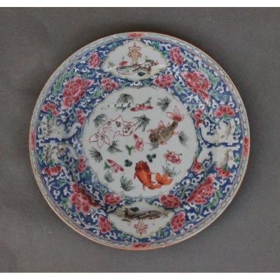 Assiette En Porcelaine De Chine Décor Aux Poissons, 18eme Siècle.