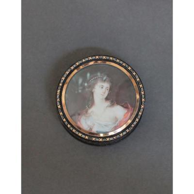 Boîte En écaille Brune Incrusté d'Or Et d'Argent, Le Couvercle Orné d'Une Miniature. XVIIIe S.