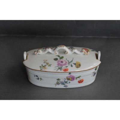 Beurrier En Porcelaine De Meissen, XVIIIe Siècle.