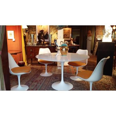 Table Tulipe d'Eero Saarinen  Et 4 Chaises