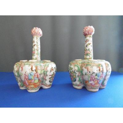 Paire De Pique Fleurs En Porcelaine De Canton