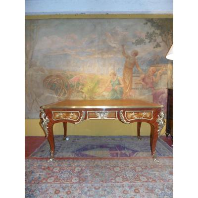 Bureau plat de style Louis XV dans le goût de Charles Cressent