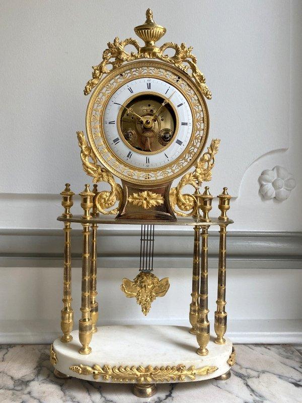 Pendule époque Directoire En Bronze Doré Et Marbre