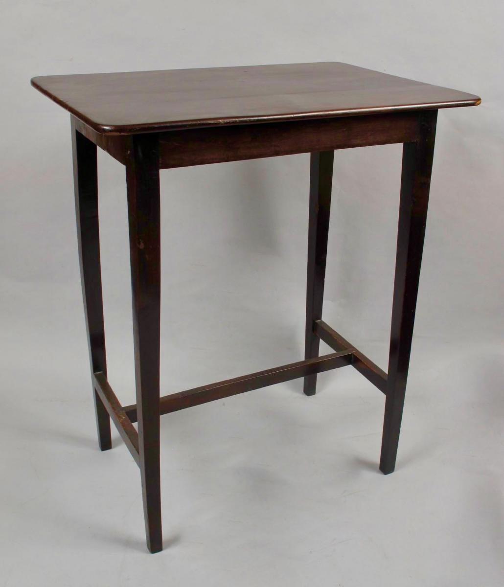 Magnifique Table En Bois d'If Très Élégant Dans Le Shaker Style C.1900