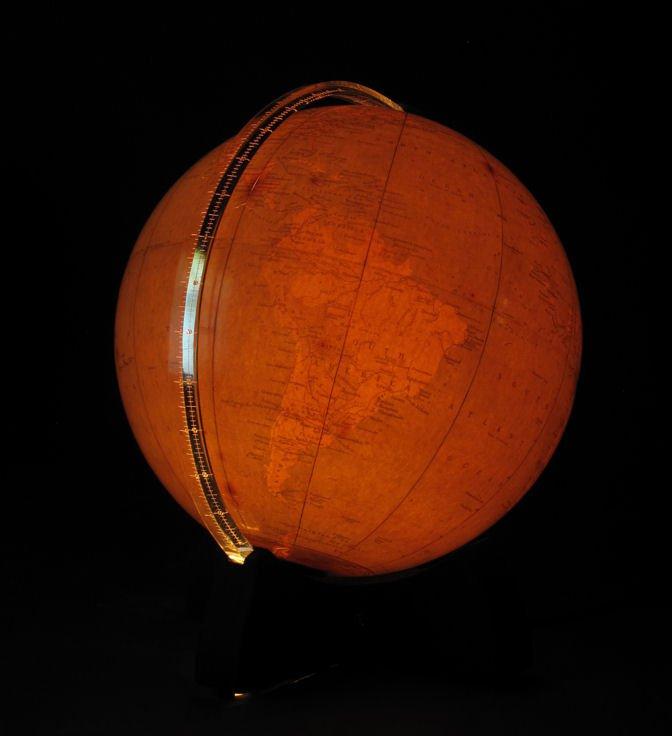 Un Globe Intéressant Et Très Décoratif, Toujours Avec La Lumière Interne d'Origine