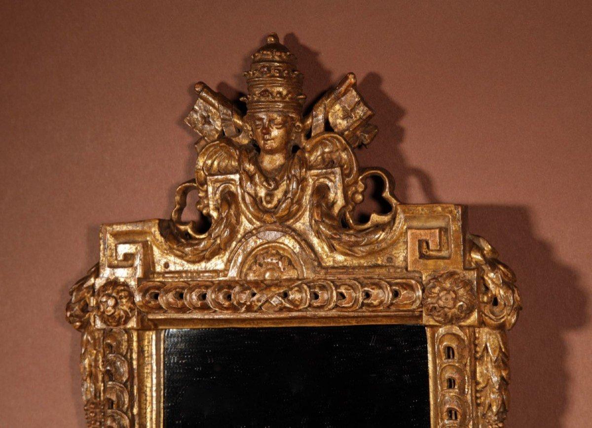 Un Miroir Très Intéressant Avec Les Armoiries Papales Du Dernier Quart Du 18e Siècle.-photo-2