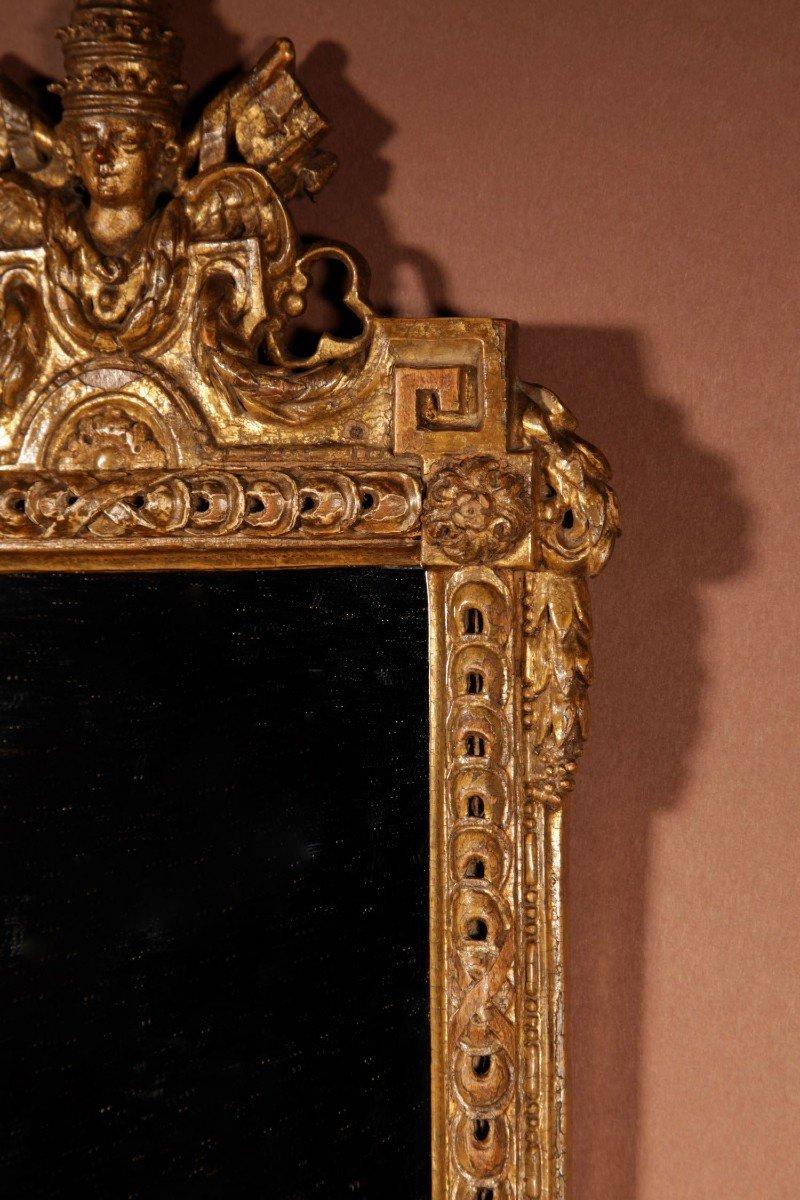 Un Miroir Très Intéressant Avec Les Armoiries Papales Du Dernier Quart Du 18e Siècle.-photo-1