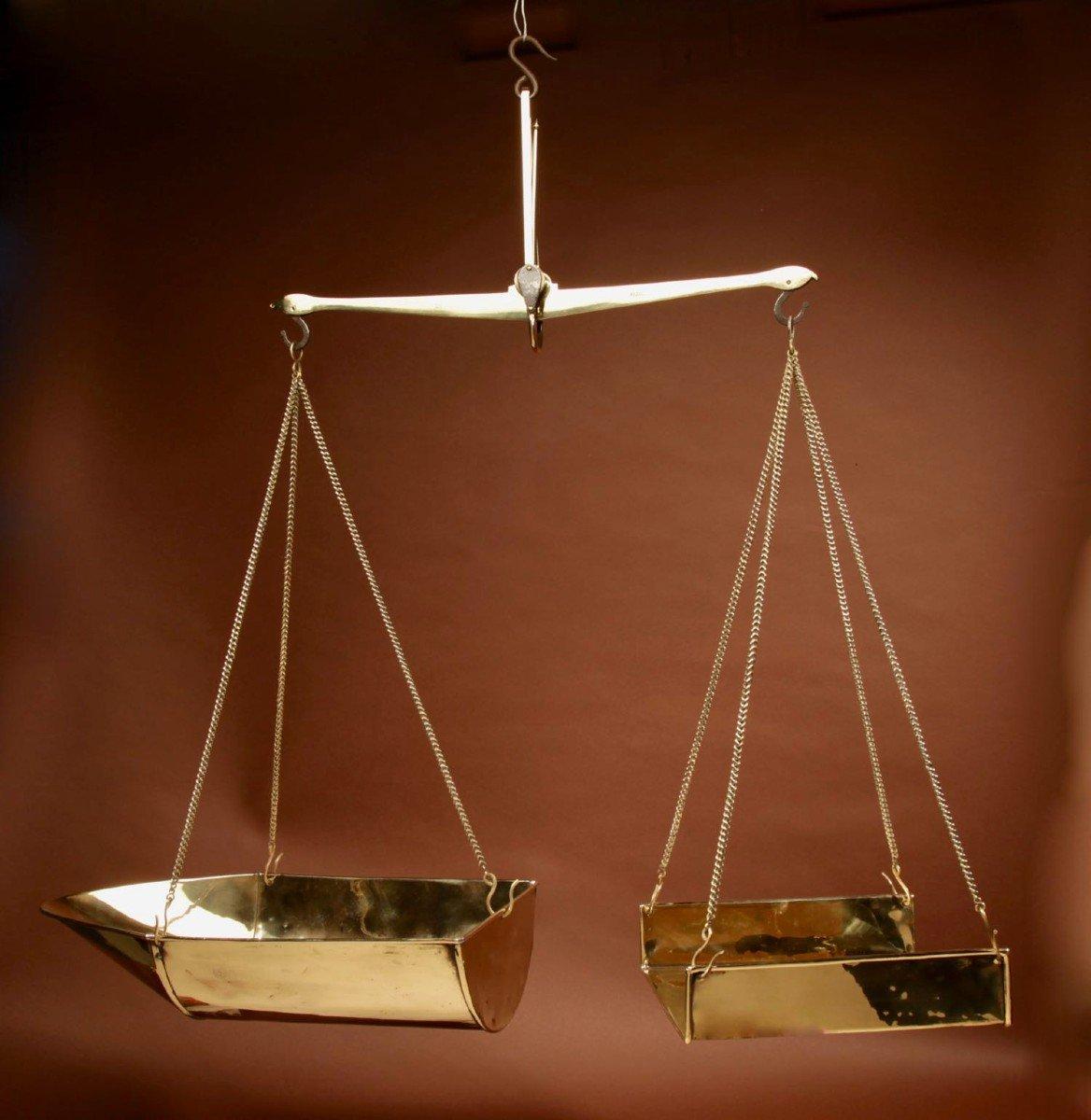 Une Balance De Poutre d'équilibre Suspendue En Laiton Frison-photo-2