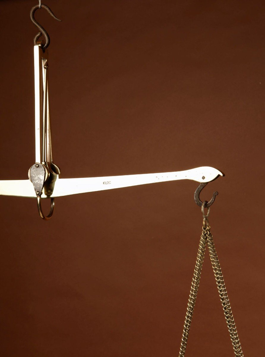 Une Balance De Poutre d'équilibre Suspendue En Laiton Frison-photo-1