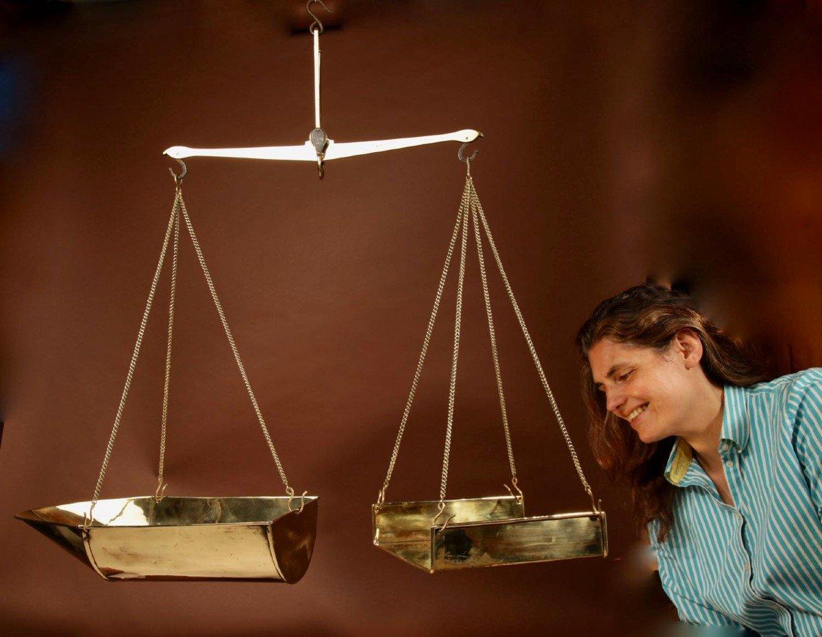 Une Balance De Poutre d'équilibre Suspendue En Laiton Frison-photo-6
