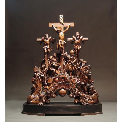 Un Magnifique Groupe De Bois De Poirier Sculpté De La Crucifixion. Signé: Witz